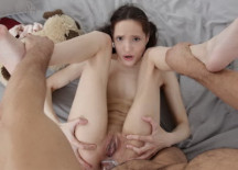 Skinny nude girl Mia Sanders loves anal sex